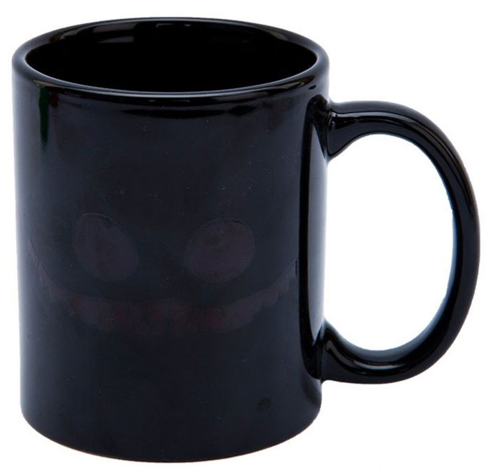 Кружка-хамелеон Bradex Чеширский кот, цвет: черный, зеленый, белый. SU 004668/5/4Оригинальная керамическая кружка-хамелеон Bradex Чеширский кот станет отличным подарком для людей с чувством юмора или поклонников Алисы в Стране чудес.Благодаря термографическим чернилам в своем составе кружка меняет рисунок при попадании в нее кипятка: на внешней стороне чашки появляется улыбка Чеширского кота.