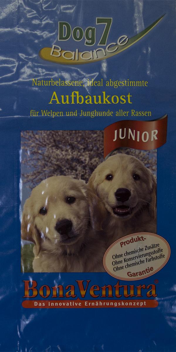 Корм сухой BonaVentura Dog 7 Junior, для щенков и молодых собак, 12,5 кг0120710Натуральный высокопитательный корм гарантирует здоровый рост щенков и молодых собак всех пород. Благодаря легкоусвояемым и ценным ингредиентам, этот корм так же оптимально подходит для беременных и кормящих собак. Корм содержит разные виды мяса, необходимого для нормального роста и развития вашего щенкаКорм произведен в Германии из продуктов, пригодных в пищу человека по специальной технологии схожей с технологией Sous Vide. Благодаря уникальной технологии, схожей с технологий Souse Vide, при изготовлении сохраняются все натуральные витамины и минералы. Это достигается благодаря бережной обработке всех ингредиентов при температуре менее 80 градусов. Такая бережная обработка продуктов не стерилизует продуктовые компоненты. Благодаря этому корма не нуждаются ни в каких дополнительных вкусовых добавках и сохраняют все необходимые полезные вещества.При производстве кормов используются исключительно свежие натуральные продукты: мясо, овощи и зерновые; Приготовлено из 100% свежего мяса, пригодного в пищу человеку; Содержит натуральные витамины, аминокислоты, минеральные вещества и микроэлементы; С экстрактом масла зародышей зерна пшеницы холодного отжима (Bio-Dura); Без химических красителей, усилителей вкуса, искусственных консервантов и химических добавок; Без ГМО; Без мясокостной муки; Без сои;состав: свежее мясо, печень, сердце говядины, утки и индейки 55%, цельные зерна пшеницы, овса, ячменя и риса 15%, говяжий жир, овощи (морковь и лук-порей) 10%, молоко, смесь трав (корень гапрафумина, одуванчик,эхинацея пкрпкрная, хвощ лесной, листья окопника, огуречник), экстракт зародышей пшеницы холодного отжима, пивные дрожжи, фрукто-олигосахариды, лецитин из цельного яйца, витамины и минералы пищевая ценность: Белки 30,0%, Жиры 8,7%, Клетчатка 3,6%, Зола 3,5%, Влажность 9,0%, Кальций 1,2%, Фосфор 0,9%, Витамин B1 5,1мг/кг, Витамин B6 3,9мг/кг, Витамин B12 30мкг/кг, Биотин 250мкг/кг , Железо 100мг/к