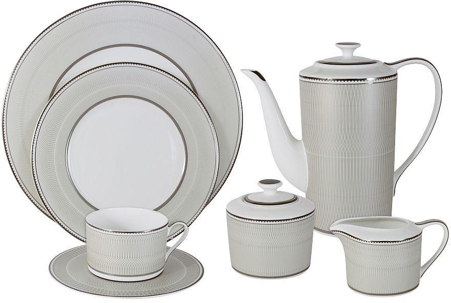 Чайный сервиз Naomi Маренго, 40 предметовNG-I150905C-40-ALЧайный сервиз на 12 персон Naomi Маренго включает 12 чашек, 12 блюдец, 12 тарелок, заварочный чайник, сахарницу, молочник и блюдо для торта. Посуда выполнена из высококачественного костяного фарфора с покрытием глазурью. Изделия украшены оригинальным рисунком и дополнены золотистой эмалью. Посуда Naomi отличается прекрасными дизайнами, исполненными как в современном, так и в классическом стиле по разработкам современных японских художников. Все изделия изготавливаются на современном оборудовании по новейшим технологиям и проходят строгий контроль качества. Такой сервиз изысканно украсит сервировку стола к чаепитию. Объем чайника: 1,4 л. Объем сахарницы: 350 мл. Объем молочника: 250 мл.Объем чашек: 250 мл.Диаметр тарелок: 21,5 см. Диаметр блюда для торта: 31 см.