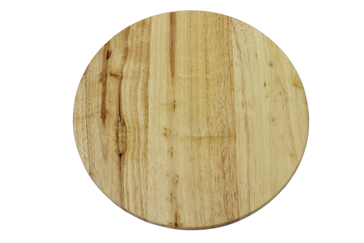 Доска разделочная Vetta, диаметр 26 см200597Доска разделочная Vetta выполнена из натуральной гевеи. Древесина дерева гевея не впитывает запахи и обладает водоотталкивающими свойствами. Специальное покрытие обеспечивает длительную антибактериальную защиту. Изделие оснащено удобной ручкой Не рекомендуется мыть в посудомоечной машине.