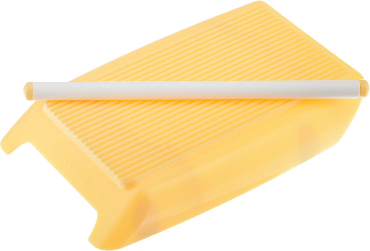 Приспособление для приготовления гарганелл и гноцци Tescoma Delicia115510Приспособление Tescoma Delicia отлично подходит для легкого и быстрого формирования итальянской пасты - гарганелли и гноцци. Устройство снабжено роликом, который хранится в нижней части приспособления. Изделие выполнено из прочного пищевого пластика. Дно снабжено противоскользящими ножками. Приспособление удобно использовать, в комплект входит инструкция с рецептами приготовления. Такое приспособление станет полезным приобретением для всех любителей итальянской кухни. Можно мыть в посудомоечной машине.