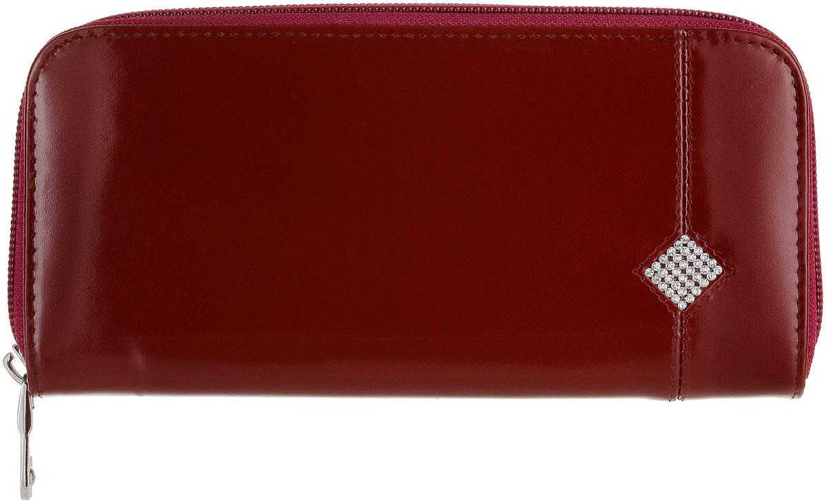 Портмоне женское Dimanche Гранат, цвет: бордовый. 135W16-11128_323Женское портмоне Dimanche Гранат выполнено из натуральной кожи бордового цвета и декорировано мелкими стразами, выстроенными в форме ромба. Закрывается портмоне на застежку-молнию. Внутри него находятся четыре отделения для купюр, отделение для мелочи на застежке-молнии, шесть кармашков для кредитных карт и визиток, по бокам - два больших кармана, один из которых закрывается на застежку-молнию. Портмоне Dimanche Гранат станет отличным подарком для человека, ценящего качественные и стильные вещи.Портмоне упаковано в фирменную подарочную коробку.