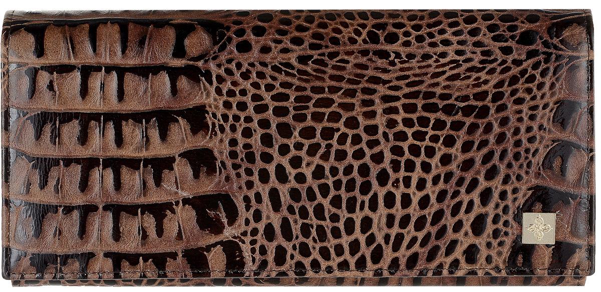 Портмоне женское Dimanche Loricata, цвет: темно-коричневый. 452/8INT-06501Стильное женское портмоне Dimanche Loricata выполнено из натуральной кожи с тиснением под рептилию. Изделие оформлено металлической пластинкой с логотипом бренда. Внутри расположены три вместительных отделения для купюр, одно отделение для мелочи на молнии и два кармана для мелких бумаг. Также внутри находятся два вертикальных и шесть горизонтальных открытых накладных карманов для визитных и дисконтных карт, один из которых с сетчатым окошком. Изделие застегивается клапаном на кнопку.Портмоне упаковано в фирменную коробку.