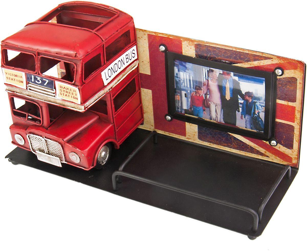 Фоторамка Platinum Лондонский автобус, с подставкой для ручек, цвет: красный. 1410E-478428907 4Фоторамка Platinum Лондонский автобус, выполненная из металла, имеет оригинальный дизайн. Она оснащена подставкой для ручек, которая освобождает пространство на вашем столе. Такая фоторамка поможет вам оригинально и стильно дополнить интерьер помещения, а также позволит сохранить память о дорогих вам людях и интересных событиях вашей жизни.Подходит для фотографий размером: 4,5 х 7,5 см.