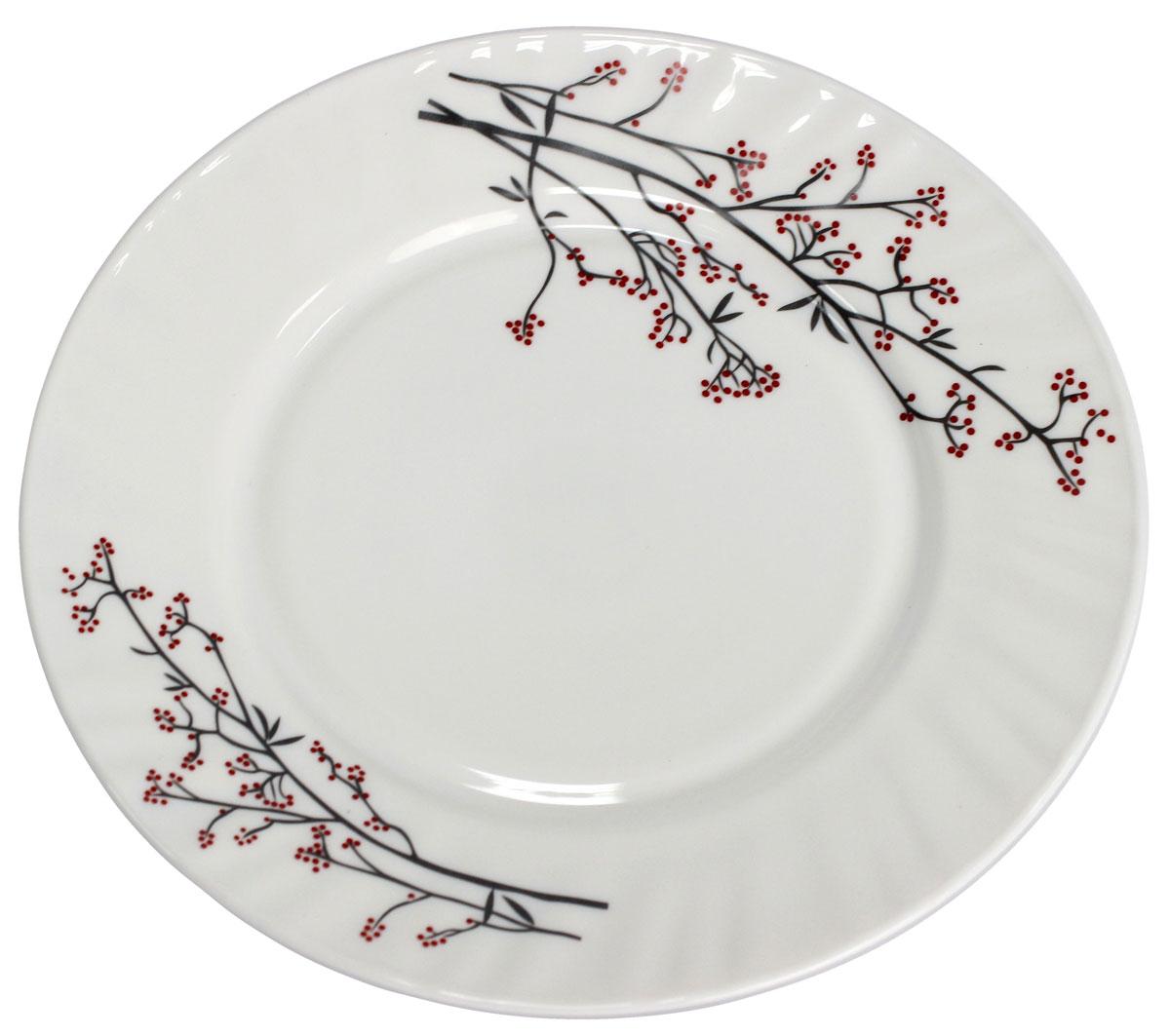 Тарелка десертная Марисса, 17,7 см. 818917115510Тарелка десертная Марисса изготовлена из опалового стекла. Тарелка - важнейший предмет любого застолья. Изделие выполнено в белом цвете и оформлено красивым цветочным рисунком. Будучи во главе стола, она привлекает к себе основное внимание. А это значит - рисунок, цвет и материал играют немаловажную роль.