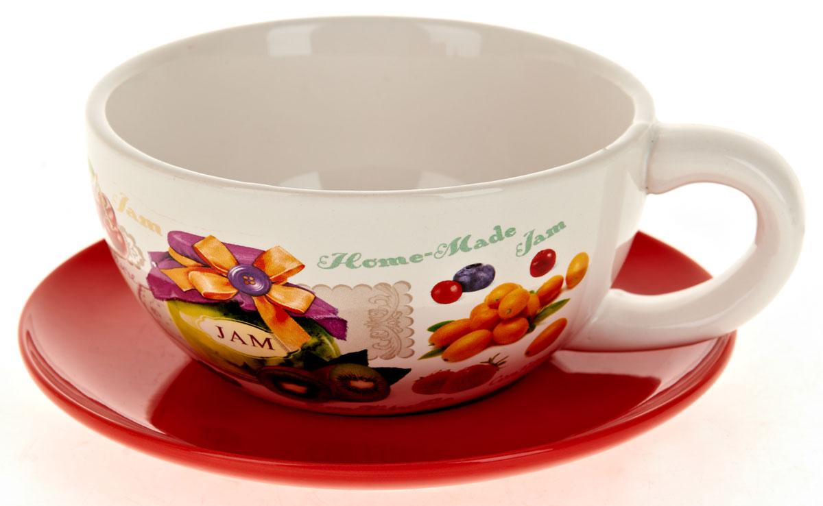 Кружка суповая ENS Group Джем, с блюдцем, 500 мл. L2430677BK-7306Кружка с блюдцем ENS Group Birds изготовленная из высококачественной керамики с изящным рисунком, подойдет для красивой сервировки первых блюд. Объем кружки: 500 мл. Диаметр кружки (по верхнему краю): 13 см. Диаметр блюдца: 17 см.Можно мыть в посудомоечной машине.