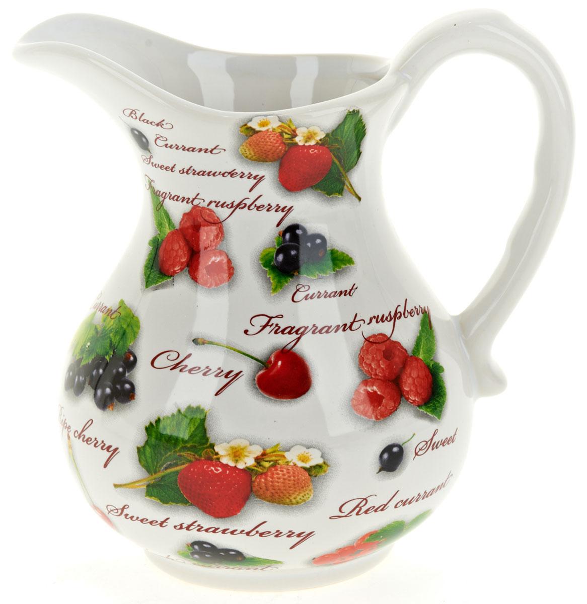 Кувшин ENS Group Садовая ягода, 1,2 лL2520276Кувшин Садовая ягода изготовлен из высококачественной керамики и оформлен красочным изображением и надписями. Кувшин оснащен удобной ручкой. Изделие прекрасно подходит для подачи воды, сока, компота и других напитков. Изящный кувшин красиво оформит стол и порадует вас элегантным дизайном и простотой ухода.