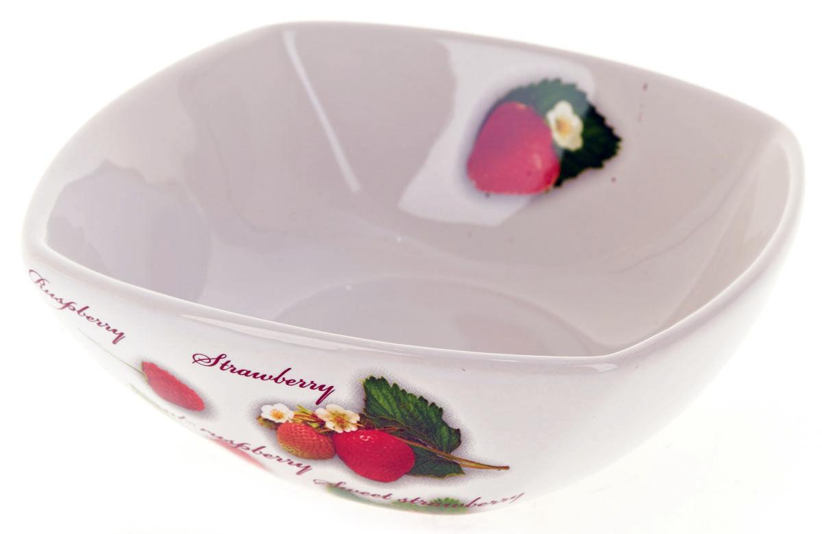 Салатник ENS Group Садовая ягода, 500 мл. L2520288L2122Салатник Садовая ягода изготовлен из керамики. Салатник прекрасно подходит для сервировки салатов, фруктов, ягод и других продуктов. Яркий дизайн стильно украсит стол. Идеальный вариант для ежедневного использования. Можно мыть в посудомоечной машине.