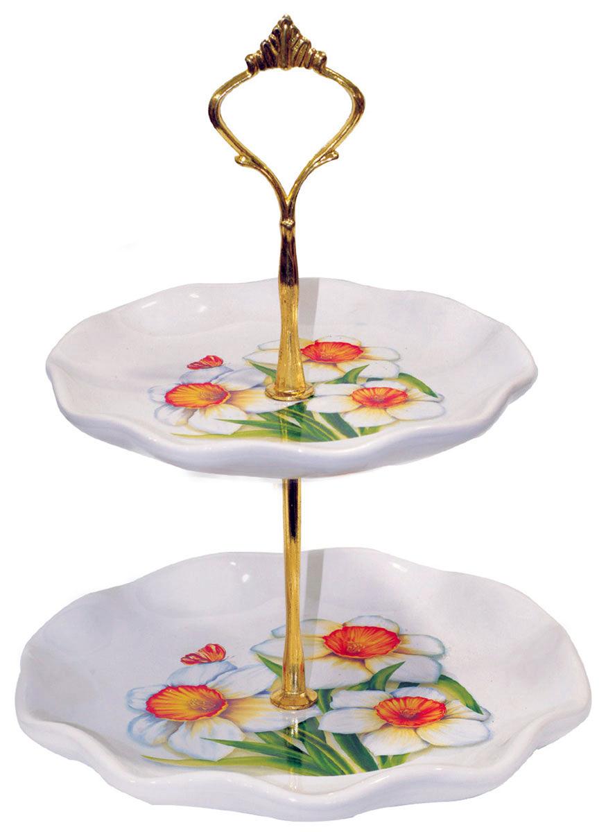 Фруктовница ENS Group Нарцисс, 2-ярусная, высота 24 см115510Фруктовница ENS Group Нарцисс, выполненная из высококачественной керамики, сочетает в себе стильный дизайн с максимальной функциональностью. Изделие состоит из 2 блюд разного размера, которые оформлены рисунком цветков нарцисса. Стойка-держатель выполнена из металла. Фруктовница предназначена для красивой сервировки конфет, фруктов и десертов. Она украсит сервировку вашего стола и подчеркнет прекрасный вкус хозяйки, а также станет отличным подарком. Можно мыть в посудомоечной машине.Диаметр малого блюда: 15 см.Диаметр большого блюда: 18 см.Высота фруктовницы: 24 см.
