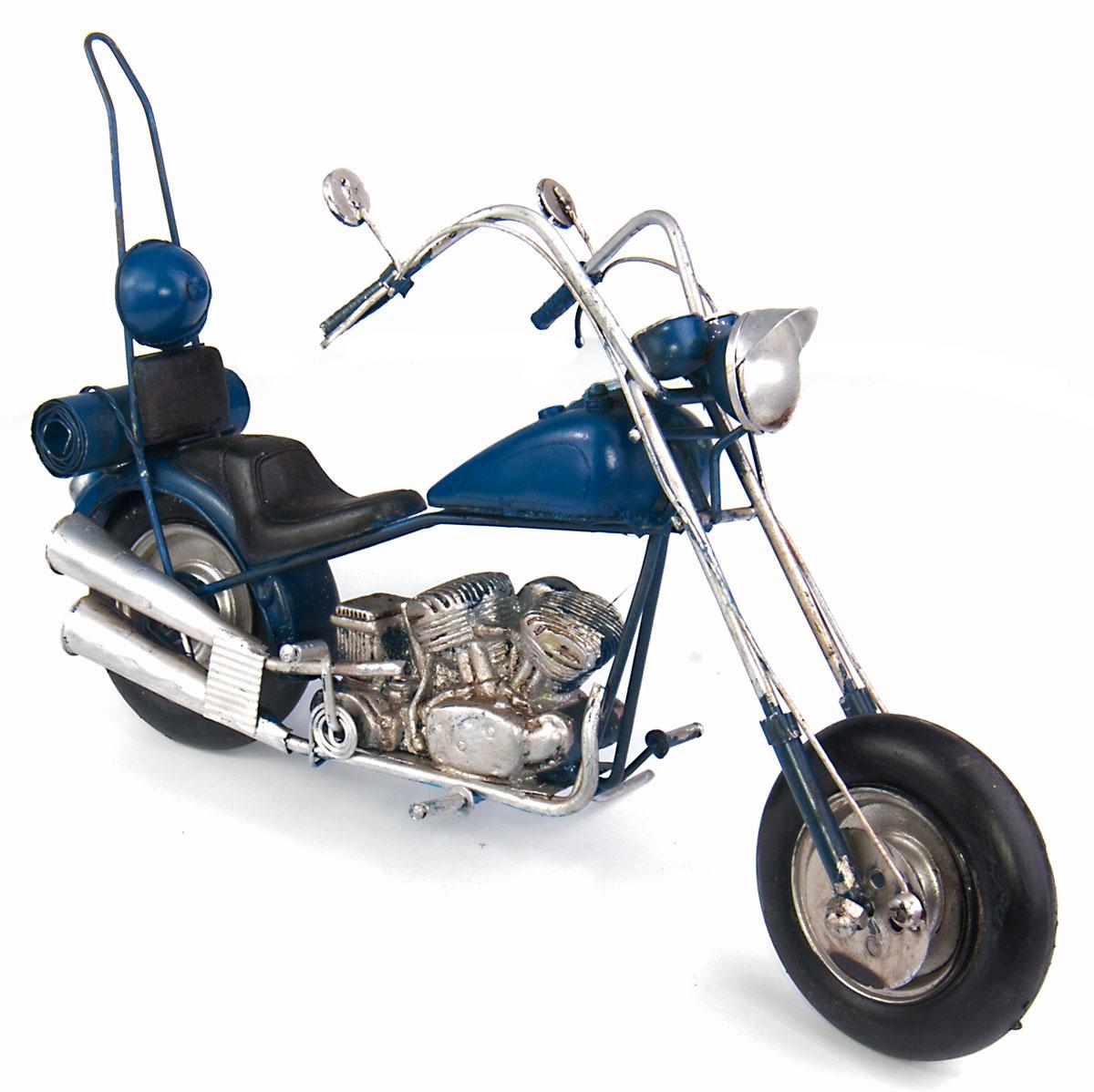 Модель Platinum Мотоцикл. 1510A-7838Брелок для сумкиМодель Platinum Мотоцикл, выполненная из металла, станет оригинальным украшением интерьера. Вы можете поставить ретро-модель в любом месте, где она будет удачно смотреться.Качество исполнения, точные детали и оригинальный дизайн выделяют эту модель среди ряда подобных. Модель займет достойное место в вашей коллекции, а также приятно удивит получателя в качестве стильного сувенира.