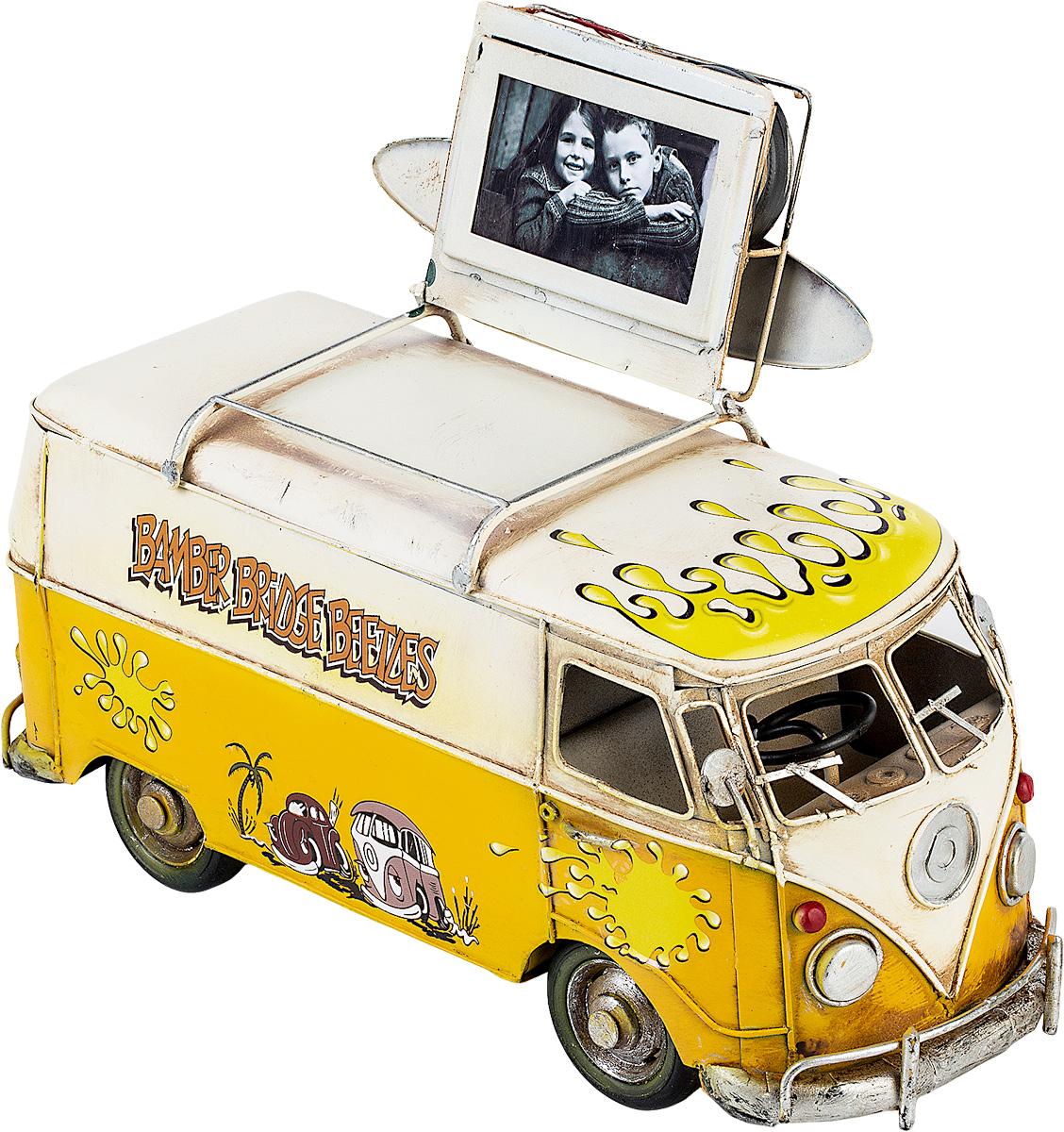 Модель Platinum Автобус, с фоторамкой. 1404E-4332CMS-23/19Модель Platinum Автобус, выполненная из металла, станет оригинальным украшением вашего интерьера. Вы можете поставить модель автобуса в любом месте, где она будет удачно смотреться.Изделие дополнено фоторамкой, куда вы можете вставить вашу любимую фотографию.Качество исполнения, точные детали и оригинальный дизайн выделяют эту модель среди ряда подобных. Модель займет достойное место в вашей коллекции, а также приятно удивит получателя в качестве стильного сувенира.Размер фотографии: 4 х 7 см.