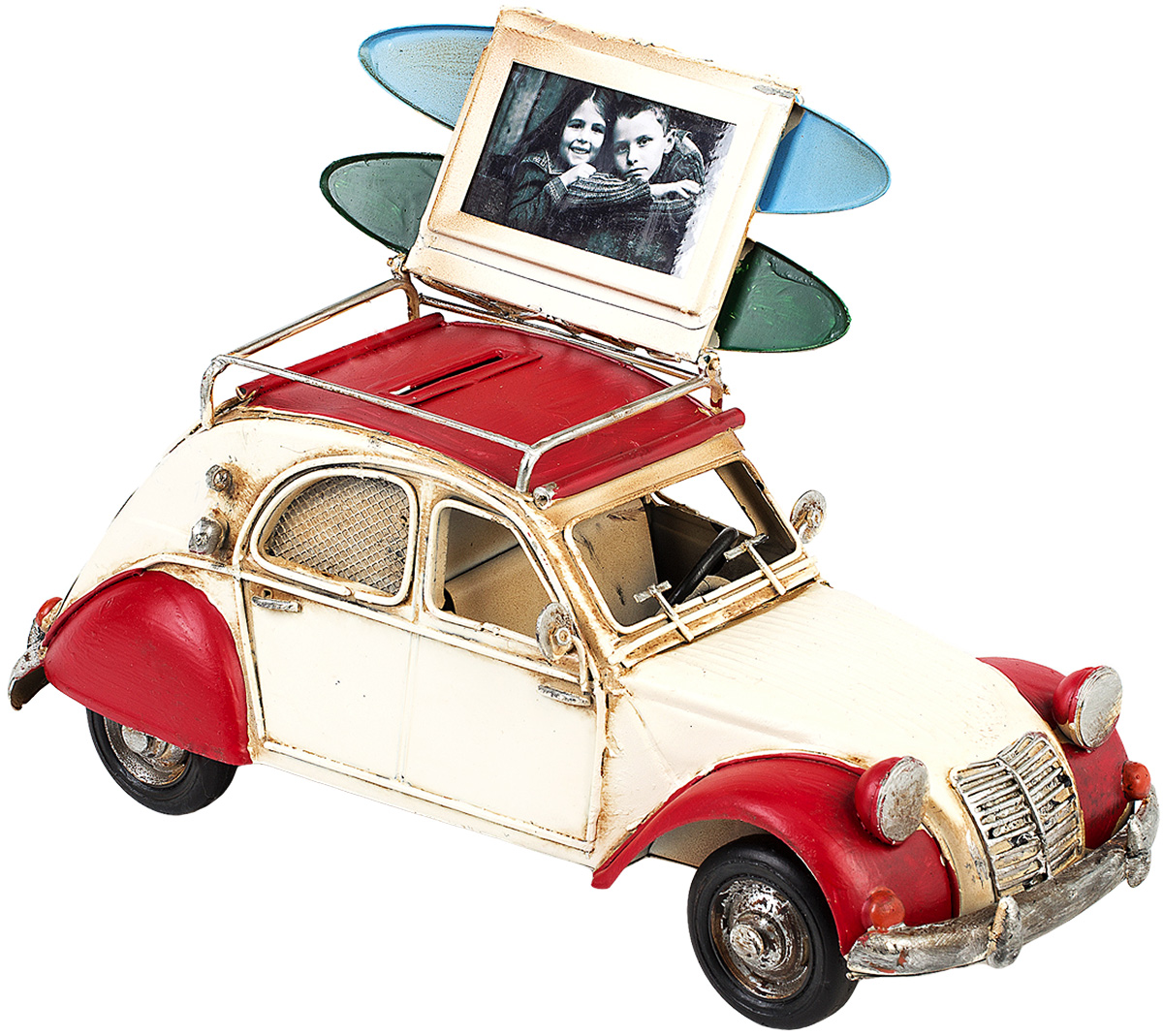 Модель Platinum Автомобиль, с фоторамкой и копилкой. 1404E-4339JP-01/ 3Модель Platinum Автомобиль, выполненная из металла, станет оригинальным украшением интерьера. Вы можете поставить модель ретро-автомобиля в любом месте, где она будет удачно смотреться.Изделие дополнено копилкой и фоторамкой, куда вы можете вставить вашу любимую фотографию.Качество исполнения, точные детали и оригинальный дизайн выделяют эту модель среди ряда подобных. Модель займет достойное место в вашей коллекции, а также приятно удивит получателя в качестве стильного сувенира.