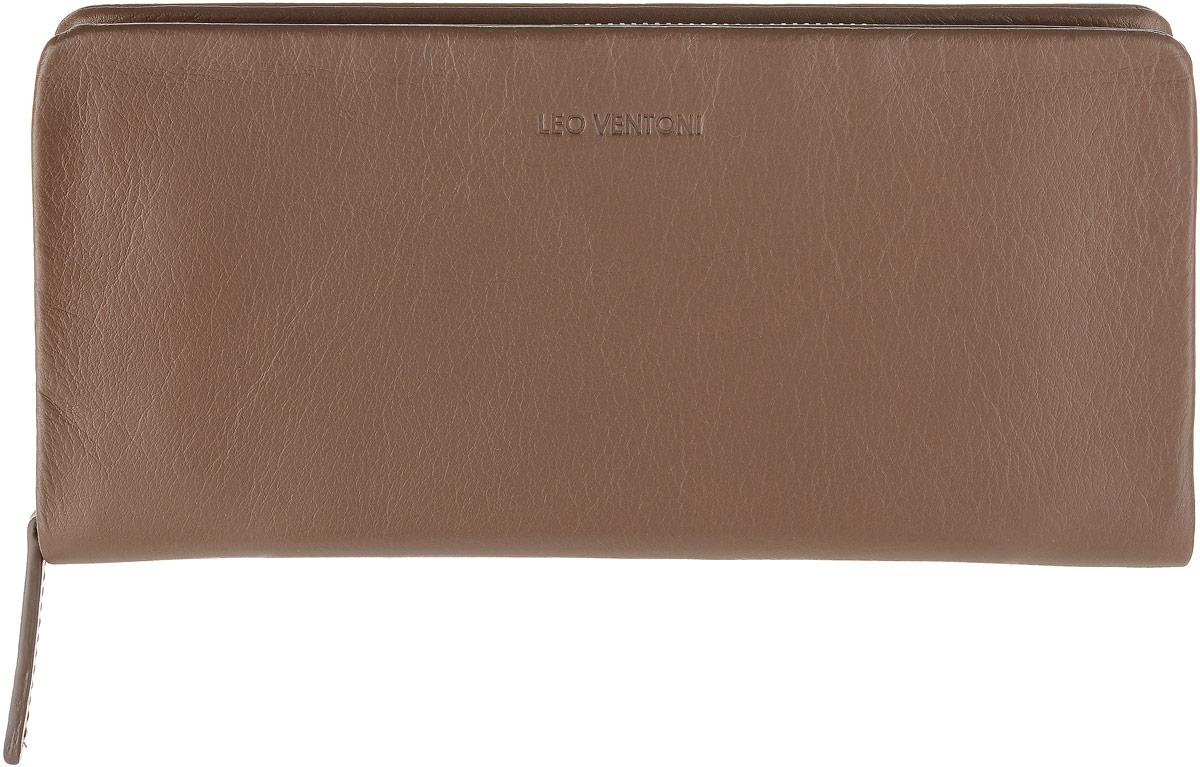 Кошелек мужской Leo Ventoni, цвет: коричневый. L330928AQYHA03387-KRP0Полнокупюрный кошелек Leo Ventoni выполнен из мягкой натуральной кожи. Модель закрывается на застежку-молнию и содержит 3 отсека для купюр, чеков и бумаг, карман для монет на застежке-молнии, также есть 12 отделений для пластиковых карт и визиток. Лицевая сторона дополнена тиснением с названием бренда. Фурнитура серебряного цвета.Изделие упаковано в подарочную коробку. Аксессуары бренда Leo Ventoni нравятся любителям классики, предпочитающимдобротность и качество в изделиях, желающим выглядеть изысканно, модно идорого.
