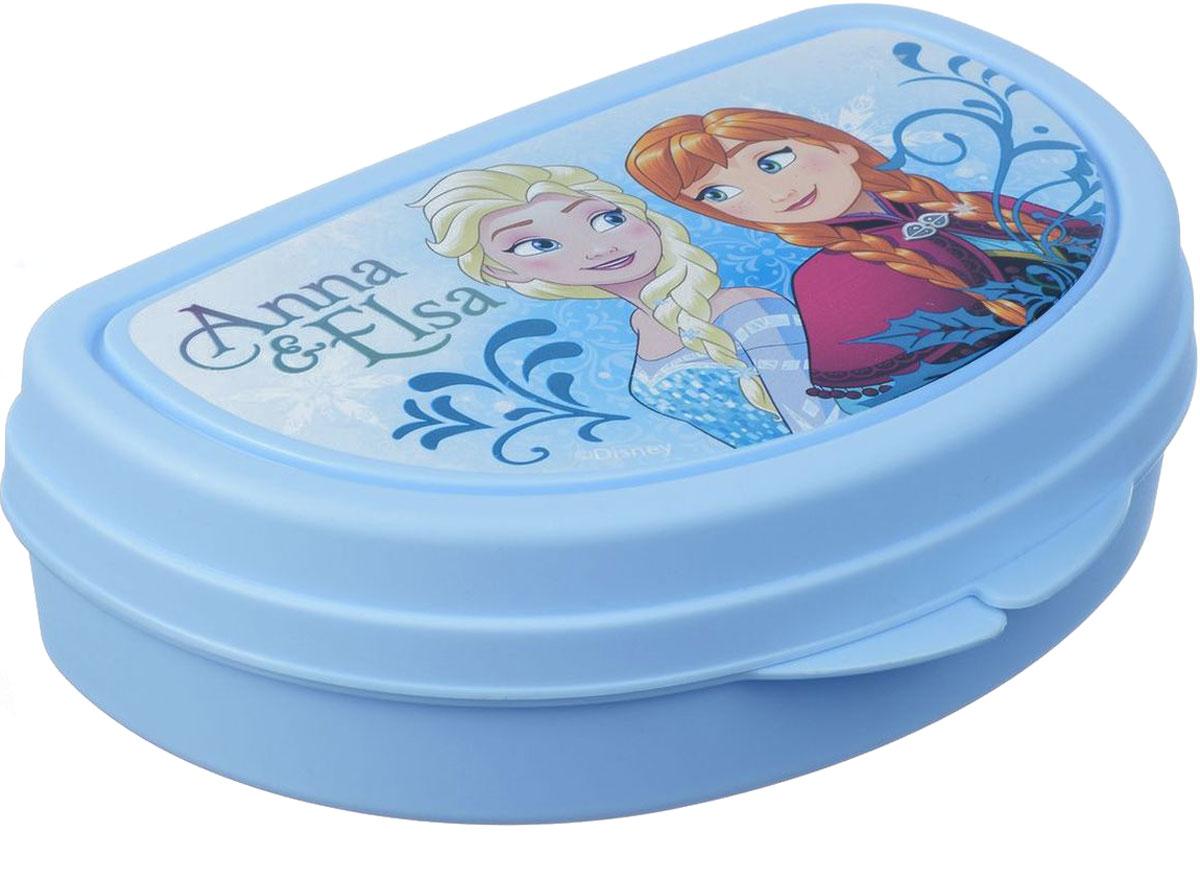 Бутербродница Idea Disney. Холодное сердце, 14,5 х 10 х 4 смМ 1201-ДБутербродница Idea Disney. Холодное сердце выполнена из высококачественного пищевого пластика, что очень удобно и безопасно для детей, так как пластик не бьется. Крышка оформлена изображением главных героинь одноименного мультфильма. Крышка плотно закрывается, благодаря чему пища дольше остается свежей и вкусной. Такая бутербродница позволит перекусить любимым домашним бутербродом где угодно: в школе, в походе, поездке, на пикнике. Не занимает много места и легко помещается в любую сумку. Нельзя использовать в СВЧ и мыть в посудомоечной машине.