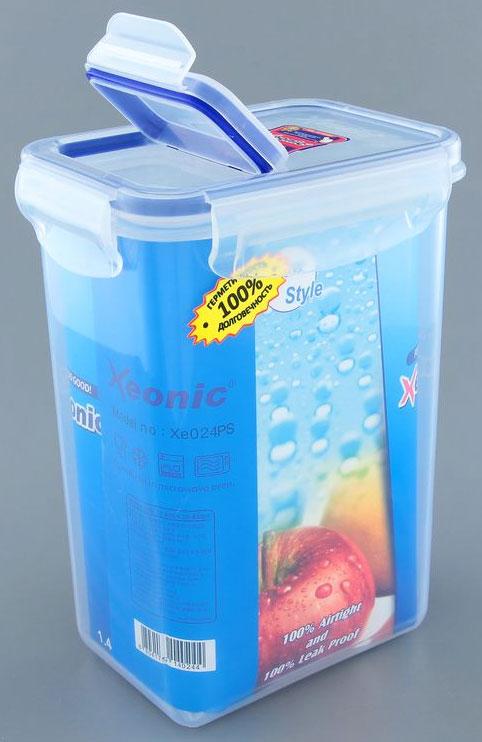 Контейнер Xeonic, цвет: прозрачный, синий, 1,4 лVT-1520(SR)Прямоугольный контейнер Xeonic изготовлен из высококачественного полипропилена и предназначен для хранения любых пищевых продуктов. Крышка-дозатор с силиконовой вставкой герметично защелкивается специальным механизмом. Изделие устойчиво к воздействию масел и жиров, не впитывает запахи.Контейнер Xeonic удобен для ежедневного использования в быту.Можно мыть в посудомоечной машине и использовать в СВЧ.Размер контейнера (по верхнему краю): 13 см х 9 см.Высота контейнера (без учета крышки): 17,5 см.