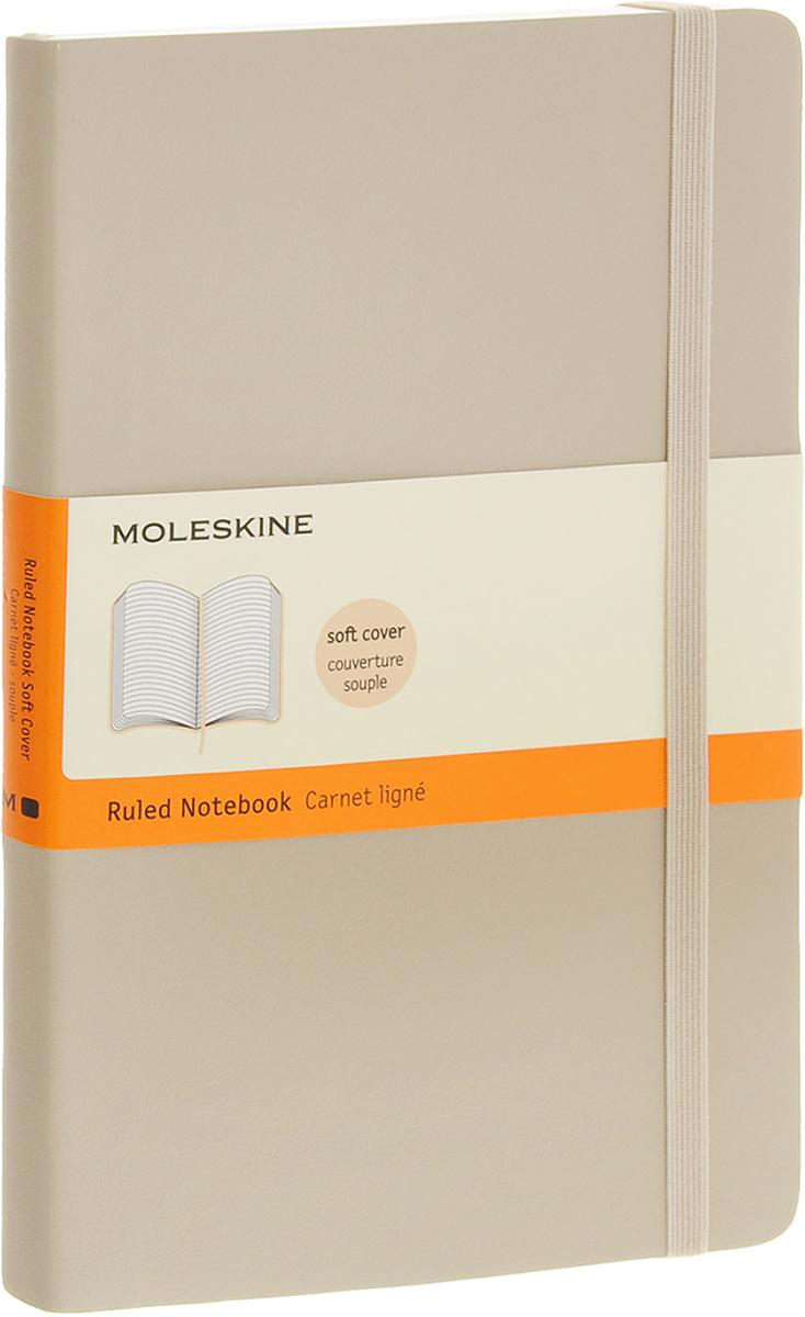 Moleskine Блокнот Classic Soft 96 листов в линейку цвет бежевый72523WDБлокнот Moleskine Classic Soft - прекрасный инструмент для записи мыслей и важных заметок. Блокнот содержит 96 листов в линейку без полей. Листы прочно сшиты специальными нитками. Гибкая обложка блокнота выполнена из искусственной кожи и картона. У блокнота имеется вместительный внутренний кармашек. Блокнот с закругленными углами достаточно практичен в использовании.Блокнот дополнен удобной фиксирующей резинкой и закладкой-ляссе. Вне зависимости от профессии и рода деятельности у человека часто возникает потребность сделать какие-либо заметки. Именно поэтому всегда удобно иметь под рукой блокнот для записей, особенно если вы творческая личность и постоянно генерируете новые идеи.