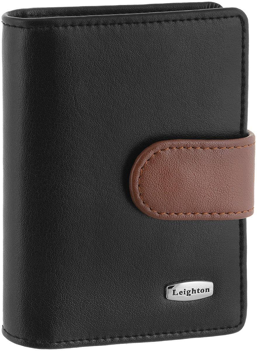 Визитница женская Leighton, цвет: черный, коричневый. 22108-1/10INT-06501Визитница Leighton выполнена из натуральной кожи и оформлена металлической пластинкой с названием бренда. Изделие закрывается хлястиком на кнопки. Внутри расположены два боковых открытых кармана для пластиковых карт, один из которых с пластиковым окошком. Также внутри находится блок с 20 файлами для карт. Изделие упаковано в фирменную коробку.