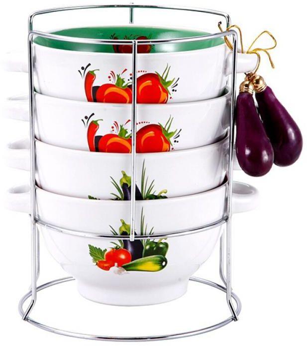 Набор бульонниц Wellberg, на подставке, 680 мл, 5 предметовVT-1520(SR)Набор Wellberg состоит из четырех бульонниц, выполненных из высококачественной керамики. Изделия декорированы изображением овощей. Бульонницы компактно размещаются на подставке из хромированного металла. В комплекте - связка декоративных овощей. Красочность оформления набора придется по вкусу и ценителям классики, и тем, кто предпочитает утонченность и изысканность. Бульонницы являются экологически безопасными, так как не содержат кадмия и свинца. Посуду можно использовать в микроволновой печи и холодильнике, а также мыть в посудомоечной машине. Диаметр бульонницы по верхнему краю: 14 см.Высота бульонницы: 8 см.Объем бульонницы: 680 мл.Размер подставки: 15 см х 15 см х 20 см.