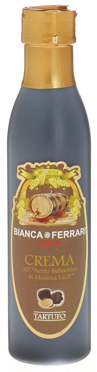 Bianca Ferrari ди Модена Трюфель крем-соус на основе бальзамического уксуса, 250 мл8256Крем-глазурь с пикантным ароматом трюфеля на основе бальзамического уксуса Aceto Balsamico, который производят в итальянском регионе Эмилия-Романья по технологии, сходной с традиционной, которой более 1000 лет.Добавьте новое измерение к знакомым привычным блюдам, используя толику оригинального итальянского пикантного трюфельного крема. Универсальный от природы, лёгкий в использовании, густой соус без особых забот превосходно оттенит сыр, мясо-гриль, рыбу и морепродукты, картофель фри. Раскройте свой творческий кулинарный потенциал, использовав в приготовлении или оформлении блюда этот или другой бальзамический крем-соус.Уважаемые клиенты! Обращаем ваше внимание, что полный перечень состава продукта представлен на дополнительном изображении.
