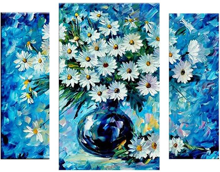 Картина Арт78 Ваза с ромашками, модульная, 100 х 60 см. арт780090-3М003Ничто так не облагораживает интерьер, как хорошая картина. Особенную атмосферу создаст крупное художественное полотно, размеры которого более метра. Подобные произведения искусства, выполненные в традиционной технике (холст, масляные краски), чрезвычайно капризны: требуют сложного ухода, регулярной реставрации, особого микроклимата – поэтому они просто не могут существовать в условиях обычной городской квартиры или загородного коттеджа, и требуют больших затрат. Данное полотно идеально приспособлено для создания изысканной обстановки именно у Вас. Это полотно создано с использованием как традиционных натуральных материалов (холст, подрамник - сосна), так и материалов нового поколения – краски, фактурный гель (придающий картине внешний вид масляной живописи, и защищающий ее от внешнего воздействия). Благодаря такой композиции, картина выглядит абсолютно естественно, и отличить ее от традиционной техники может только специалист. Но при этом изображение отлично смотрится с любого расстояния, под любым углом и при любом освещении. Картина не выцветает, хорошо переносит даже повышенный уровень влажности. При необходимости ее можно протереть сухой салфеткой из мягкой ткани.