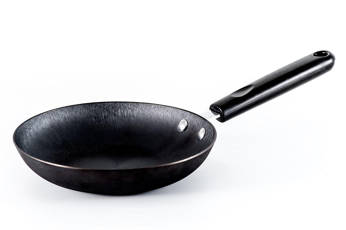 Сковорода Gipfel Ellips. Диаметр 20 смFS-80299Глубокая сковорода Gipfel Ellip, изготовленная из высококачественного чугуна, идеально подходит для обжарки и тушения. Высота борта и диаметр сковороды делают такую посуду удобной и функциональной, а овальная форма дна позволяет одним движением перемешать содержимое.Тепло распределяется равномерно по всей поверхности посуды, что позволяет пище готовиться быстрее. Изделие снабжено удобной ненагревающейся бакелитовой ручкой.Посуда подходит для использования на всех видах плит, включая индукционные. Высота стенки: 4 см.Диаметр сковороды (по верхнему краю): 20 см.Объем сковороды: 1,5 л..