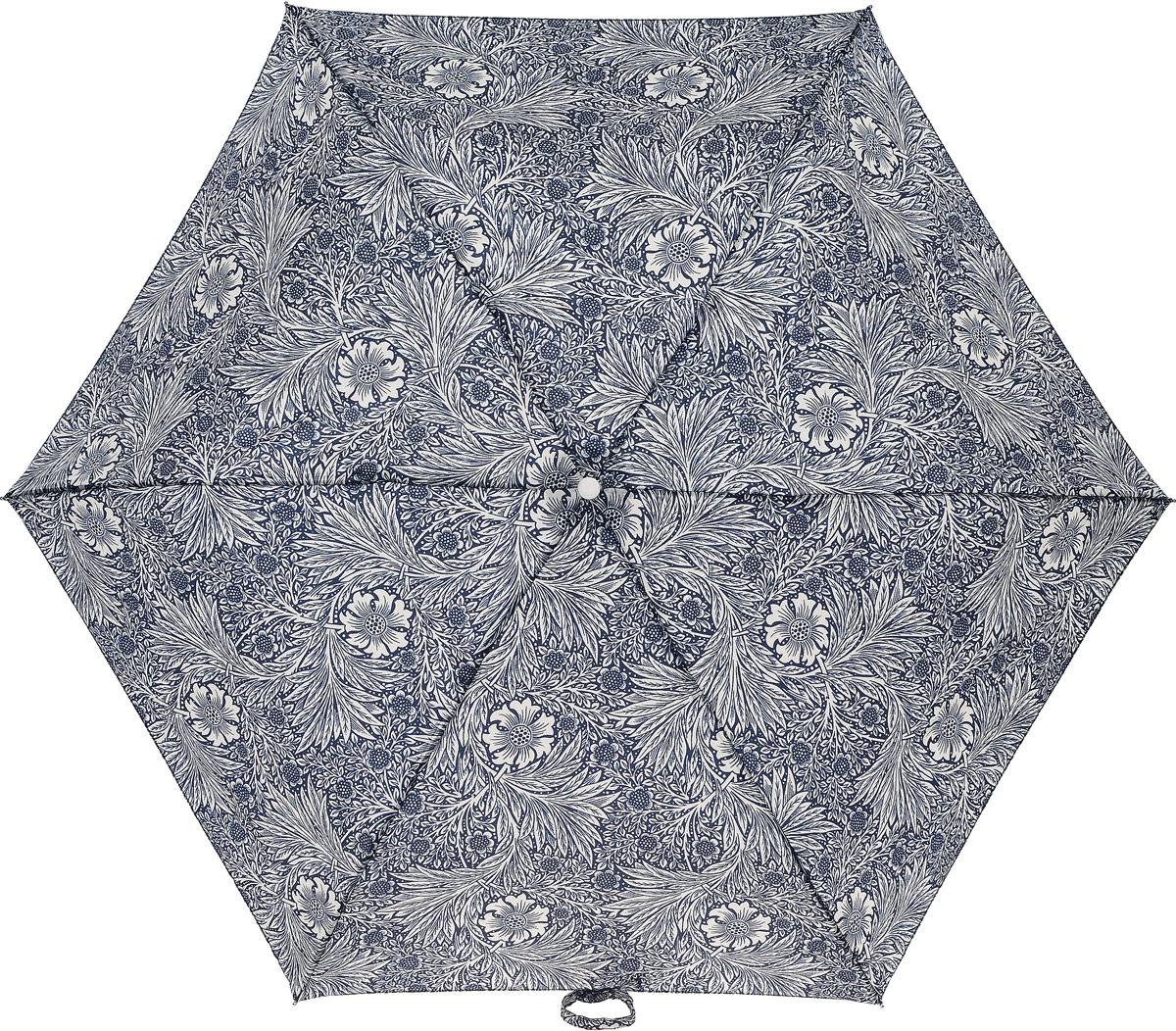 Зонт женский Morris & Co Superslim, механический, 3 сложения, цвет: темно-синий, дымчатый белый. L714-279745100738/18076/4D00NСтильный механический зонт Morris & Co Superslim в 3 сложения даже в ненастную погоду позволит вам оставаться элегантной. Облегченный каркас зонта выполнен из 6 спиц из фибергласса и алюминия, стержень также изготовлен из алюминия, удобная рукоятка - из дерева. Купол зонта выполнен из прочного полиэстера и оформлен оригинальным цветочным принтом. В закрытом виде застегивается хлястиком на липучку. Зонт механического сложения: купол открывается и закрывается вручную до характерного щелчка. На рукоятке для удобства есть небольшой шнурок, позволяющий при необходимости надеть зонт на руку. К зонту прилагается чехол, который дополнительно застегивается на липучку.Такой зонт компактно располагается в глубоком кармане, сумочке, дверке автомобиля.