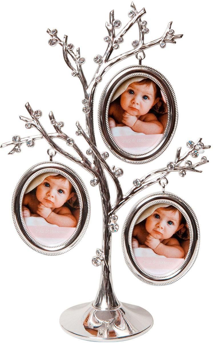 Фоторамка Platinum Дерево, цвет: светло-серый, на 3 фото, 5 x 6 см. PF10306PLATINUM BH-1406-White-БелыйДекоративная фоторамка Platinum Дерево выполнена из металла и декорирована стразами. На подставку в виде деревца подвешиваются три овальные фоторамки. Изысканная и эффектная, эта потрясающая рамочка покорит своей красотой и изумительным качеством исполнения. Декоративная фоторамкаPlatinum Дерево не только украсит интерьер помещения, но и поможет разместить фото всей вашей семьи. Высота фоторамки: 22,5 см. Фоторамка подходит для фотографий 5 x 6 см.Общий размер фоторамки: 17 х 5,5 х 22,5 см.