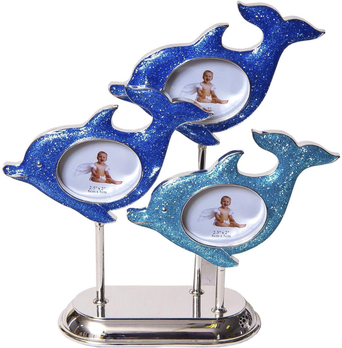 Фоторамка Platinum Дельфины, 3 фото, 6 х 5 см. PF103172 фоторамки на дереве PF10019AДекоративная фоторамка Platinum Дельфины выполнена из металла. На подставке располагаются три фоторамки в виде дельфинов. Изысканная и эффектная, эта потрясающая рамочка покорит своей красотой и изумительным качеством исполнения. Такая фоторамка позволит хранить на видном месте фотографии любимых вами людей и памятных моментов жизни, а также красиво дополнит интерьер помещения. Фоторамка подходит для фотографий 6 x 5 см.Общий размер фоторамки: 20 х 6 х 20 см.