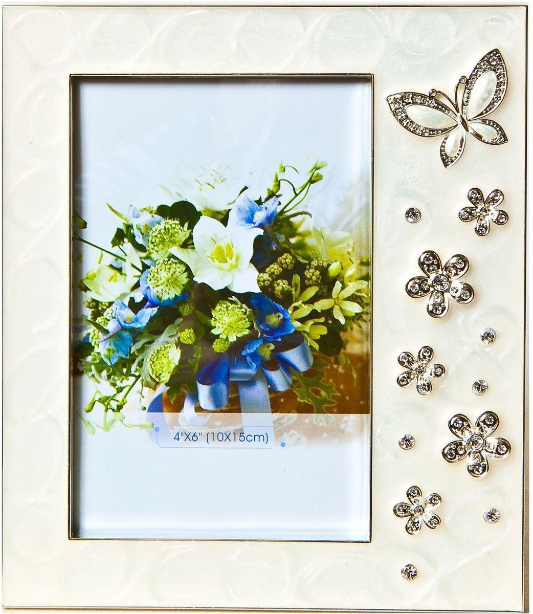Фоторамка Platinum Бабочки и цветы, 10 х 15 см. PF10393RG-D31SДекоративная фоторамка Platinum Бабочки и цветы изготовлена из металла. Изделие оформлено декоративными элементами в виде бабочек и цветочков и украшено стразами. Рамка устанавливается на столе с помощью специальной ножки. Такая фоторамка позволит хранить на видном месте фотографии любимых вами людей и памятных моментов жизни, а также красиво дополнит интерьер помещения. Размер фоторамки: 16 х 19 см.