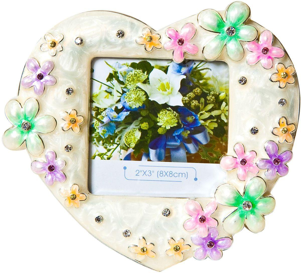 Фоторамка Platinum Цветы, цвет: розовый, 8 х 8 см. PF3274N-3a030041Декоративная фоторамка Platinum Цветы выполнена из металла в виде сердечка с цветочками. Фоторамка украшена стразами и декоративной глазурью. Изысканная и эффектная, эта потрясающая рамочка покорит своей красотой и изумительным качеством исполнения. Фоторамка подходит для фотографий 8 х 8 см.Общий размер фоторамки: 13,5 х 2 х 12,5 см.