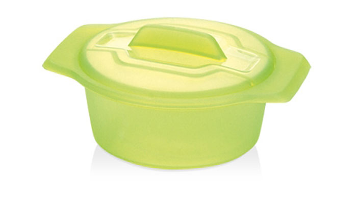Контейнер-пароварка Tescoma Fusion Diet Revolution, силиконовый, цвет: зеленый, диаметр 15 см2С0111Уникальная силиконовая пароварка с внутренней подставкой-решеткой и крышкой.Предназначена для приготовления низкокалорийных блюд на пару и в духовке.При приготовлении в посуде Fusion Diet Revolution внутри контейнеров создается интенсивный микроклимат, который придает блюдам ряд уникальных особенностей.Все предметы изготовлены из термостойкого силикона, выдерживают температуру до 230°С.Подходит для всех типов печей, в том числе микроволновой печи, а также для холодильника и морозильной камеры.Можно мыть в посудомоечной машине.В комплект входит книга с рецептами диетического питания. Диаметр контейнера: 15 см. Длина ручек: 2,5 см. Высота стенки контейнера: 7 см.