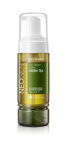 Neogen Dermalogy Пенка для умывания с листьями зеленого чая сужает поры,тонизирует и успокаивает кожу Real Fresh Foam Green Tea 160г435391Созданная по уникальной технологии, пенка для умывания маскимально обогащена полезными компонентами, обеспечивая качественное и бережное очищение кожи. Обладая натуральным составом, идеально подходит для ежедневного ухода, поддерживая кожу увлажненной и смягченной. Формула с ферментированным экстрактом зеленого чая направлена на успокаивающее, поросуживающее и тонизирующее действие. Инновационная рецептура содержит в основе сок зеленого чая вместо обычной воды, а также включает комплекс растительных экстрактов, гиалуроновую кислоту и другие ухаживающие высококачественные компоненты. Не содержит парабены, сульфаты, минеральное масло и другие потенциально опасные ингредиенты. Подходит для всех типов кожи, в том числе чувствительной.