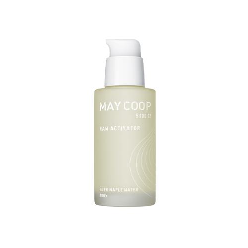 May Coop Сыворотка для лица для увлажнения и выравнивания рельефа кожи Raw Activator 60 млA8948000Роскошный концентрат витаминов и антиоксидантов специально создан для интенсивного омоложения, смягчая и выравнивая рельеф кожи. Уникальная формула на 80% состоит из весеннего сока кленового дерева, молекулы которого обладают способностью глубоко проникать в кожу, достигая эффекта ревитализации и насыщения влагой. Биопептиды, церамиды, бетаглюкан и другие высокотехнологичные компоненты в комплексе с органическим комплексом стимулируют процесс метаболизма кожи, создавая защиту от старения. Мощное увлажнение обусловлено действием гиалуроновой кислоты, аллантоина, трегалозы, ценных масел оливы и ши. Сыворотка активирует естественные механизмы защиты и возрождает способность клеток кожи к обновлению и омоложению, придавая сияние красоты и здоровья.