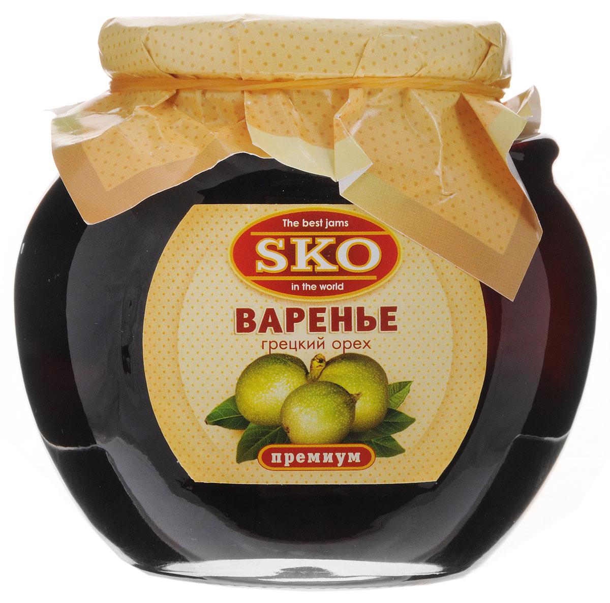 SKO варенье из грецких орехов, 400 г1129Варенье SKO приготовлено по-домашнему рецепту и современным технологиям. Может использоваться для приготовления пирогов, тортов и других разнообразных десертов, а также в качестве самостоятельного лакомства.Варенье из зеленых грецких орехов по праву считают королем варенья. Оно поможет тем, кто часто мучается от головной боли или боли в зубах. Можно употреблять его и при простудных заболеваниях, при усталости, переутомлении, слабости в мышцах, апатии. Улучшает пищеварение, помогает избавиться от глистов, нормализует выработку желудочного сока и помогает избавиться от запоров, благодаря своим слабительным свойствам.