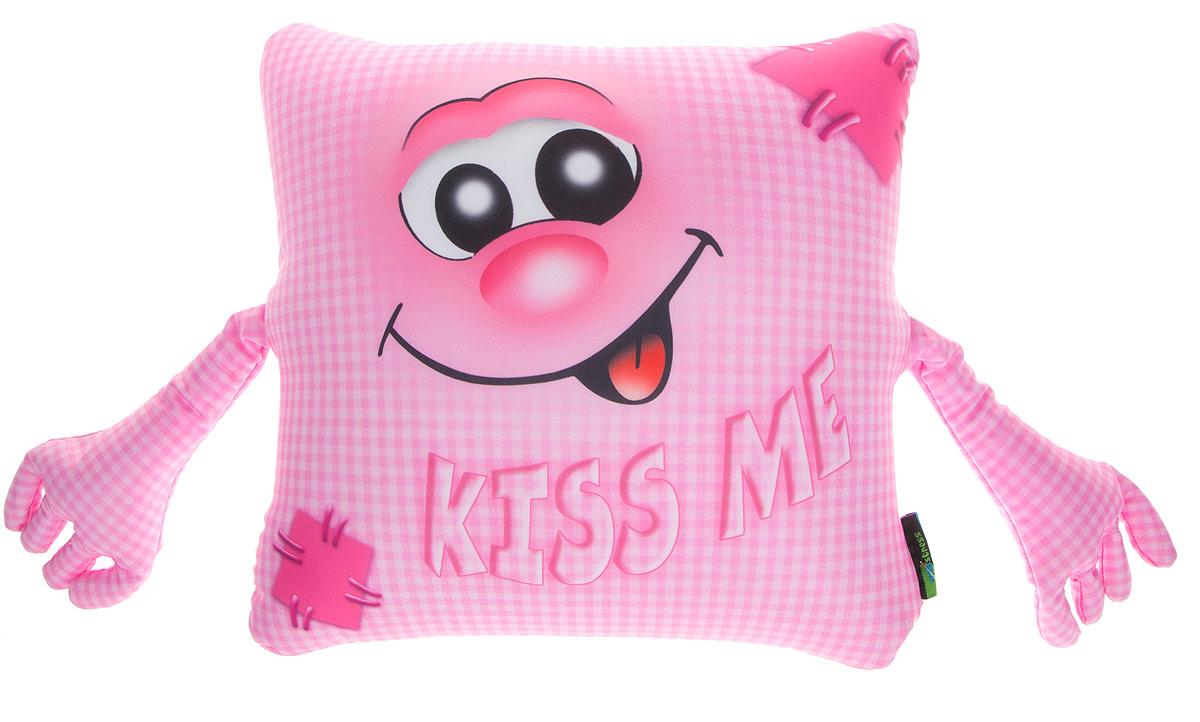 Maxi Toys Подушка с ручками Kiss MeIMINI4Яркая и оригинальная подушка Maxi Toys Kiss Me с пришитыми мягкими ручками станет отличным аксессуаром к интерьеру любой детской комнаты! Подушка украшена принтом с изображением веселой рожицы и надписью Kiss Me.Мягкую подушку можно взять с собой в путешествие - в самолете и автомобиле положить ее под голову во время отдыха, а наполнение в виде маленьких полимерных шариков будет отлично снимать стресс. Размер подушки: 32 см х 32 см х 14 см.