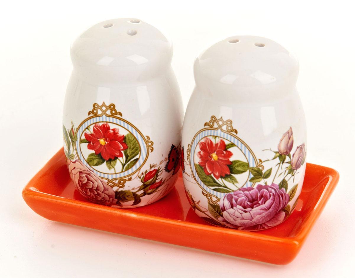 Набор для специй ENS Group Лето в Европе, 3 предметаВетерок 2ГФНабор Лето в Европе для соли и перца, выполненный из керамики, благодаря своим компактным размерам не займет много места на вашей кухне. Солонка и перечница декорированы оригинальным рисунком. В комплекте предусмотрена подставка. Набор для специй Лето в Европе станет отличным подарком каждой хозяйке.