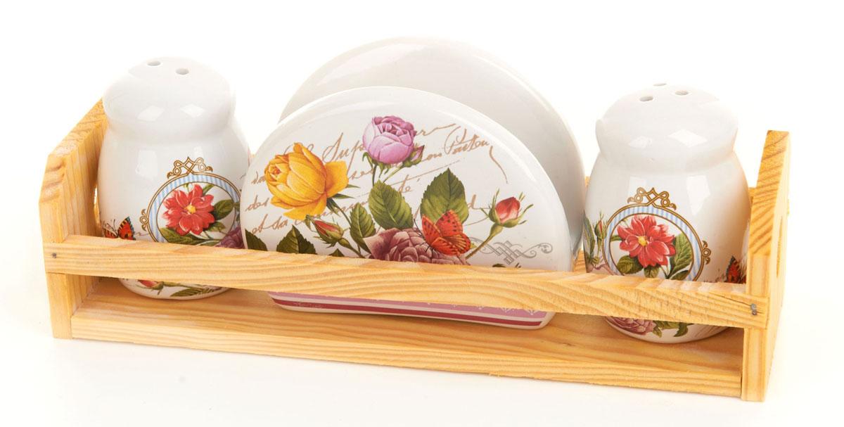 Набор для специй и салфетница ENS Group Лето в Европе, на подставке, 4 предметаFA-5125 WhiteНабор для специй и салфетница Лето в Европе выполнены из керамики, на деревянной подставке. Благодаря своим компактным размерам не займет много места на вашей кухне. Солонка и перечница декорированы оригинальным орнаментом. Набор Лето в Европе станет отличным подарком каждой хозяйке.