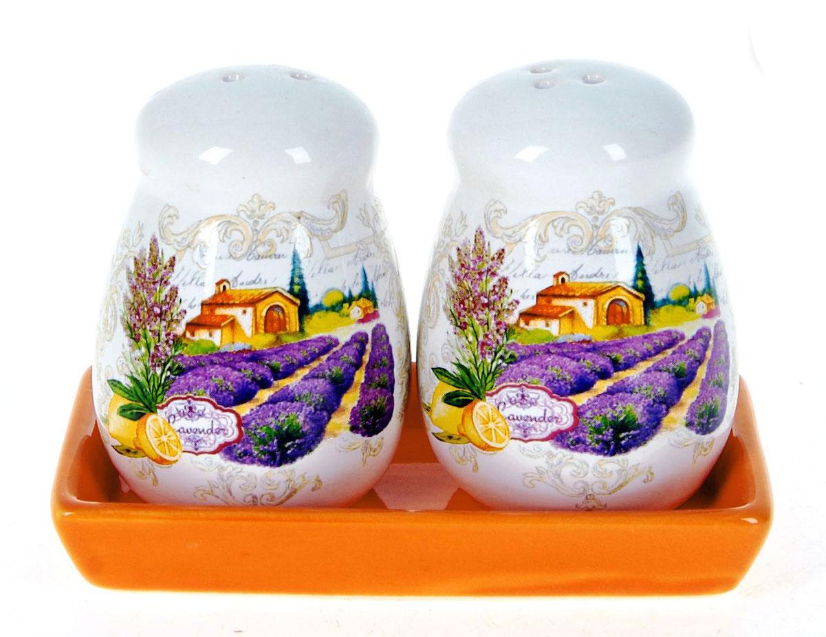 Набор для специй Polystar Прованс, 3 предметаLB14-11/2 Набор ёмкостей в корзине ПровансНабор для специй, состоящий из солонки и перечницы на керамической подставке, изготовлен из высококачественной керамики. Изделия украшены оригинальными рисунками. Солонка и перечница легки в использовании: стоит только перевернуть емкости, и вы с легкостью сможете поперчить или добавить соль по вкусу в любое блюдо.Дизайн, эстетичность и функциональность набора позволят ему стать достойным дополнением к кухонному инвентарю.