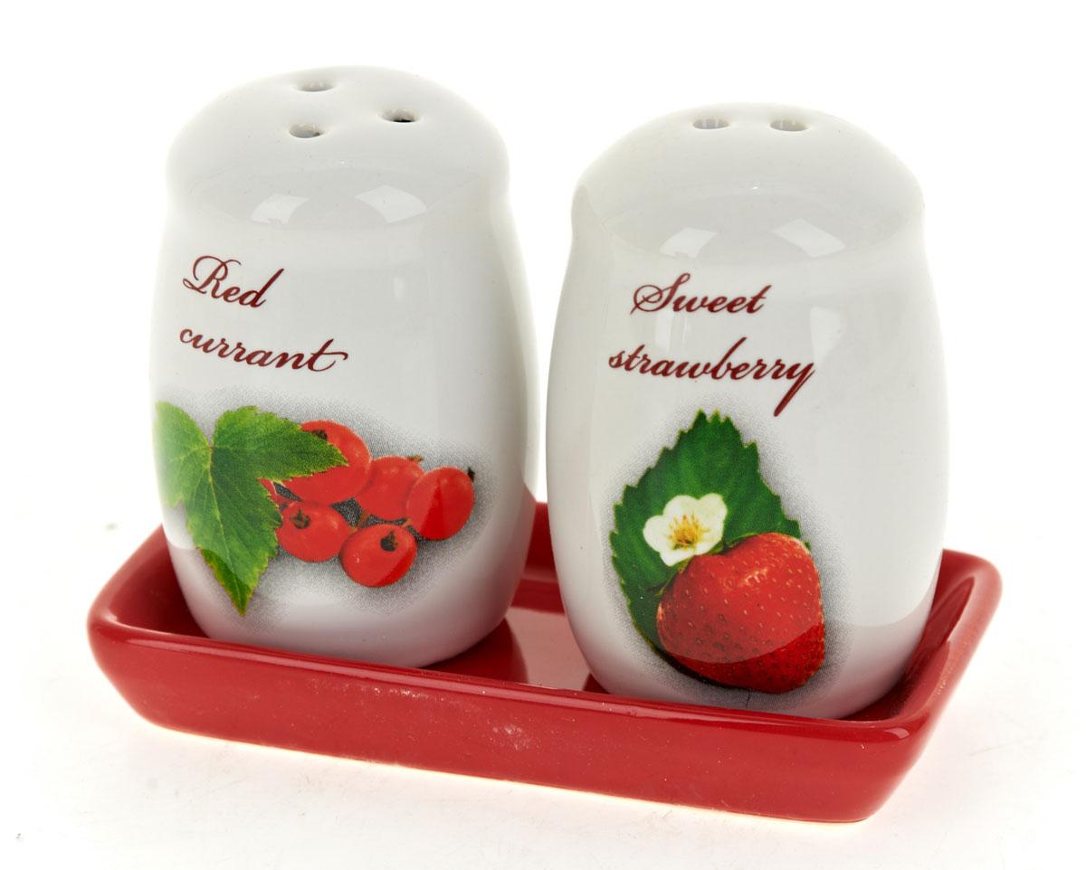 Набор для специй Polystar Садовая ягода, 3 предмета4630003364517Набор для специй, состоящий из солонки и перечницы на керамической подставке, изготовлен из высококачественной керамики. Изделия украшены оригинальными рисунками. Солонка и перечница легки в использовании: стоит только перевернуть емкости, и вы с легкостью сможете поперчить или добавить соль по вкусу в любое блюдо.Дизайн, эстетичность и функциональность набора позволят ему стать достойным дополнением к кухонному инвентарю.Размер набора: 11 x 5,5 x 8 см.