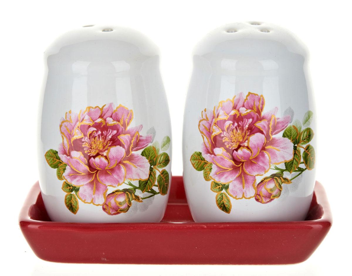 Набор для специй Polystar Райский сад, 3 предмета115510Набор для специй, состоящий из солонки и перечницы на керамической подставке, изготовлен из высококачественной керамики. Изделия украшены оригинальными рисунками. Солонка и перечница легки в использовании: стоит только перевернуть емкости, и вы с легкостью сможете поперчить или добавить соль по вкусу в любое блюдо.Дизайн, эстетичность и функциональность набора позволят ему стать достойным дополнением к кухонному инвентарю.Размер набора: 11,5 x 6 x 8,5 см.