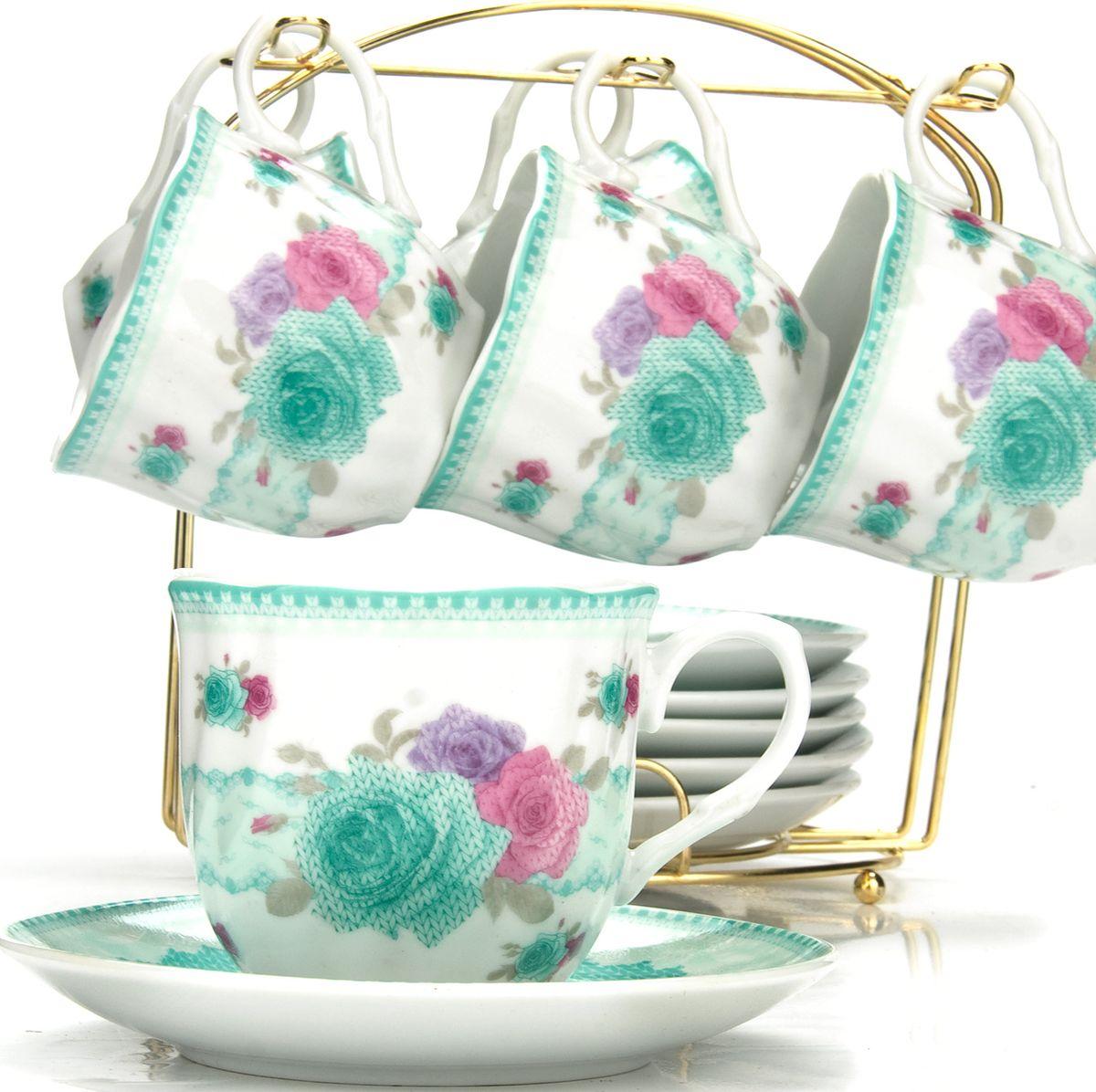 Сервиз чайный Loraine, на подставке, 13 предметов. 4328296308BЧайный набор состоит из шести чашек, шести блюдец и металлической подставки золотого цвета. Предметы набора изготовлены из качественного фарфора и оформлены красочным цветным рисунком, стенки чашек имеют изящную волнистую поверхность. Чайный набор идеально подойдет для сервировки стола и станет отличным подарком к любому празднику. Все изделия можно компактно хранить на подставке, входящей в набор. Подходит для мытья в посудомоечной машине.Диаметр чашки: 8 см.Высота чашки: 7 см.Объем чашки: 200 мл.Диаметр блюдца: 13,5 см.