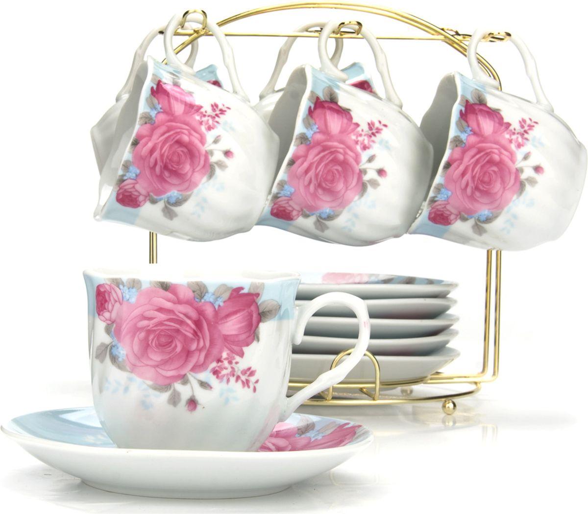 Сервиз чайный Loraine, на подставке, 13 предметов. 43283CL-2509_белый, синий цветокЧайный набор состоит из шести чашек, шести блюдец и металлической подставки золотого цвета. Предметы набора изготовлены из качественного фарфора и оформлены красочным цветным рисунком, стенки чашек имеют изящную волнистую поверхность. Чайный набор идеально подойдет для сервировки стола и станет отличным подарком к любому празднику. Все изделия можно компактно хранить на подставке, входящей в набор. Подходит для мытья в посудомоечной машине.Диаметр чашки: 8 см.Высота чашки: 7 см.Объем чашки: 200 мл.Диаметр блюдца: 13,5 см.