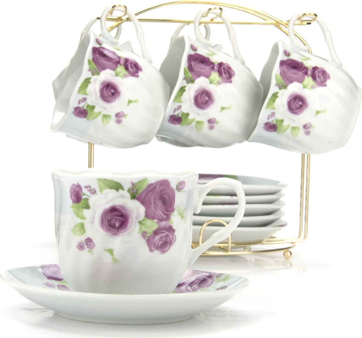Сервиз чайный Loraine, на подставке, 13 предметов. 4328425940Чайный набор состоит из шести чашек, шести блюдец и металлической подставки золотого цвета. Предметы набора изготовлены из качественного фарфора и оформлены красочным цветным рисунком, стенки чашек имеют изящную волнистую поверхность. Чайный набор идеально подойдет для сервировки стола и станет отличным подарком к любому празднику. Все изделия можно компактно хранить на подставке, входящей в набор. Подходит для мытья в посудомоечной машине.Диаметр чашки: 8 см.Высота чашки: 7 см.Объем чашки: 200 мл.Диаметр блюдца: 13,5 см.