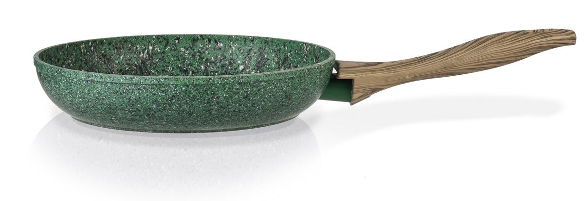 Сковорода Fissman Malachite, с антипригарным покрытием. Диаметр 20 смAL-4310.20Сковорода Fissman Malachite изготовлена из литого алюминия с многослойным антипригарным покрытием EcoStone, которое усилено вкраплением каменных частиц. Первый слой улучшает сцепление покрытия с металлом, второй слой - грунтовый, третий слой - более прочное покрытие на основе минеральных компонентов, четвертый слой - высокопрочное антипригарное покрытие, усиленное вкраплением каменных частиц, пятый дополнительный антипригарный слой с керамическими частицами. Главное преимущество покрытия - это устойчивость к царапинам и износу. Также покрытие безопасно для здоровья человека и окружающей среды. Утолщенное дно сковороды рационально распределяет тепло, что позволяет продуктам готовиться быстро и равномерно. Приятная на ощупь ручка из бакелита не нагревается и не скользит в руках. Подходит для газовых, электрических, стеклокерамических, индукционных плит. Можно мыть в посудомоечной машине. Высота стенок: 4,5 см. Длина ручки: 17 см.
