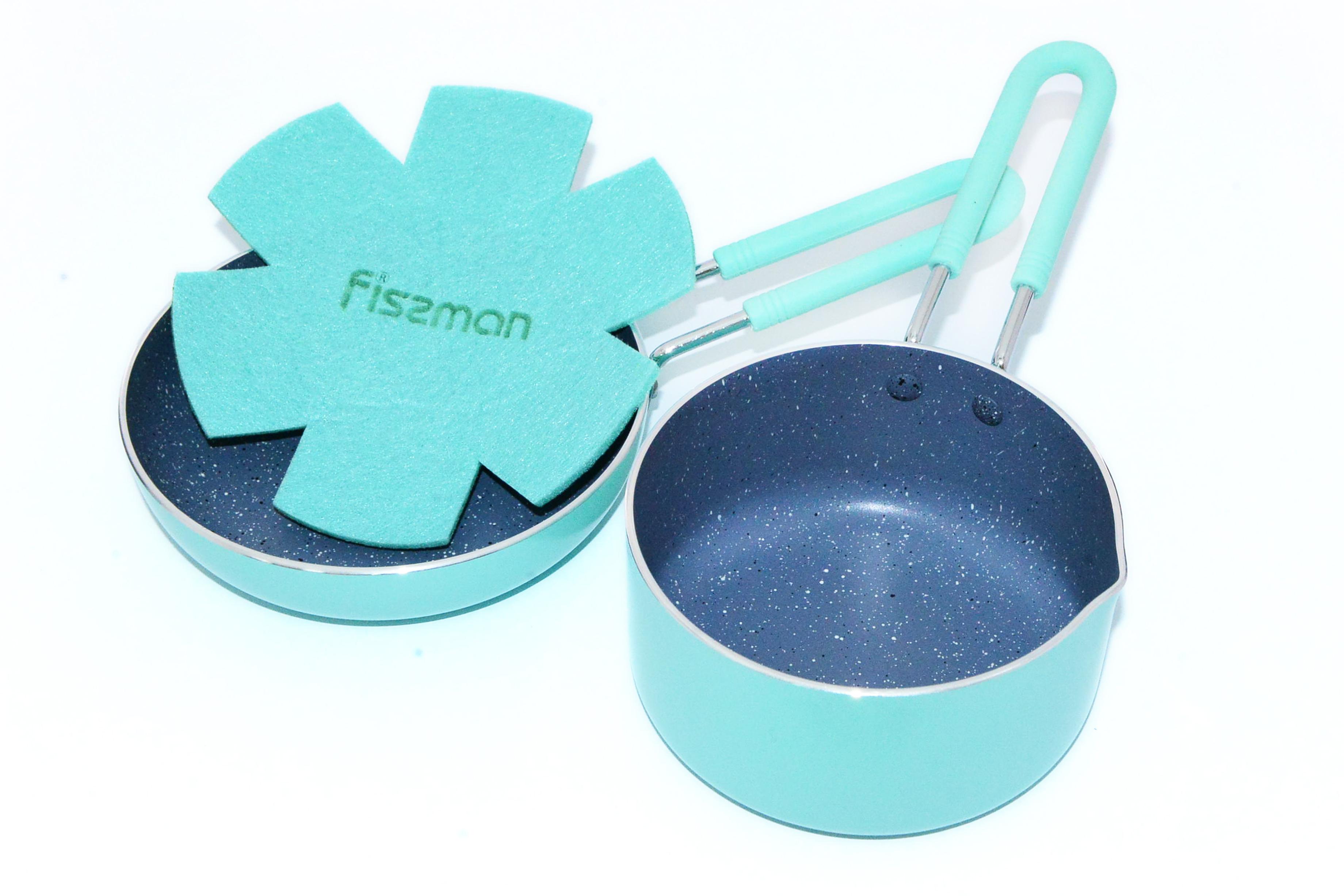 Набор посуды Fissman Petite, с антипригарным покрытием, цвет: бирюзовый, 2 предметаAL-4866.1214Набор посуды Fissman Petite изготовлен из литого алюминия с экологически безопасным каменным покрытием. В такой кастрюле можно готовить пищу без добавления масла или с минимальным его количеством, что не мало важно для детского меню. Покрытие не содержит в своем составе PFOA и других вредных веществ. Первый слой покрытия улучшает сцепление покрытия с металлом, второй слой - грунтовый, третий слой - высокопрочное антипригарное покрытие, усиленное натуральной каменной крошкой на основе минеральных компонентов, четвертый дополнительный антипригарный слой с керамическими частицами.Набор имеет удобные металические ручки, покрытые силиконом, которые не нагреваются и не скользят в руках. Пользуясь посудой Petite вы ощутите непревзойденное качество и стильный дизайн. Набор включает в себя:Ковш, размер: 12 х 6 см, объем: 0,67 л; Сковорода, диаметр: 14 см, высота стенок: 3,5 см.