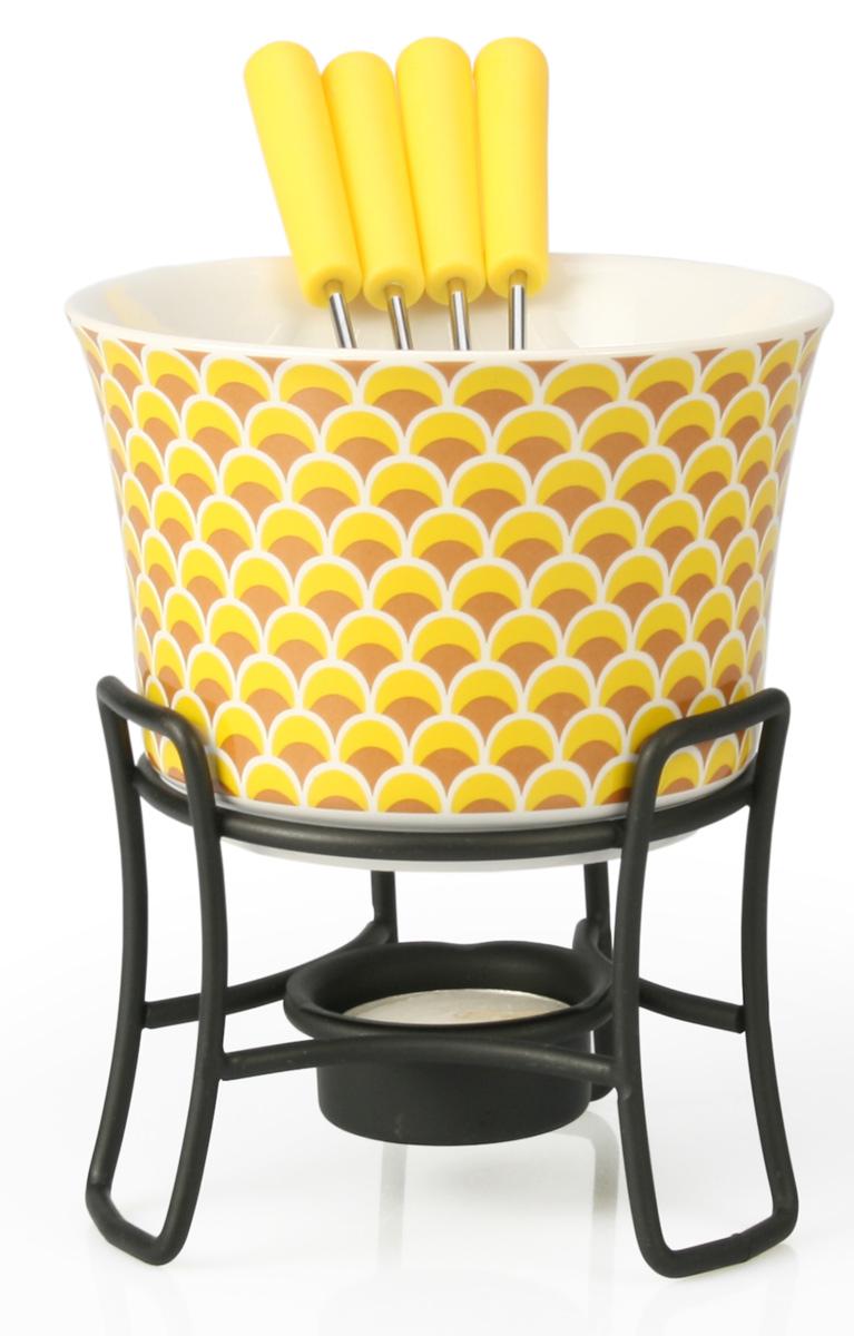 Набор для фондю Fissman Louna, 6 предметовVT-1520(SR)Набор для фондю Fissman Louna состоит из керамической чаши, 4 вилочек и подставки с чайной свечей. Такой набор идеален для вечернего застолья в окружении семьи или друзей. Изделие выполнено в теплых уютных тонах и отличается оригинальным дизайном. Используйте этот набор для приготовления сырных или сладких смесей для фондю. Нарежьте кусочки хлеба, мяса, овощей, бананов, клубники, ананаса или зефира на кубики. Этот универсальный набор позволит каждому из ваших гостей насладиться тем продуктом, который ему нравится больше всего. Можно мыть в посудомоечной машине. Диаметр чаши: 11,5 см. Высота (с подставкой): 13 см.