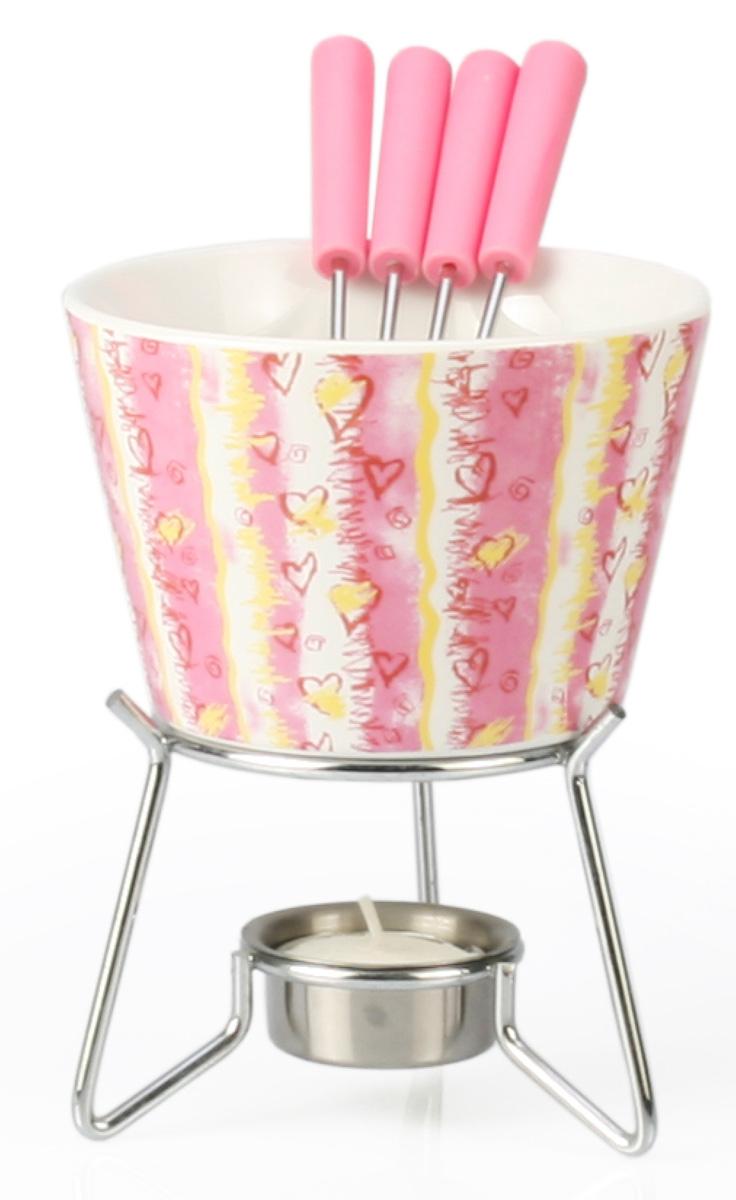 Набор для фондю Fissman Valerie, 6 предметов115510Набор для фондю Fissman Valerie состоит из керамической чаши, 4 вилочек и подставки с чайной свечей. Такой набор идеален для вечернего застолья в окружении семьи или друзей. Изделие выполнено в теплых уютных тонах и отличается оригинальным дизайном. Используйте этот набор для приготовления сырных или сладких смесей для фондю. Нарежьте кусочки хлеба, мяса, овощей, бананов, клубники, ананаса или зефира на кубики. Этот универсальный набор позволит каждому из ваших гостей насладиться тем продуктом, который ему нравится больше всего. Можно мыть в посудомоечной машине. Диаметр чаши: 11 см. Высота (с подставкой): 14 см.