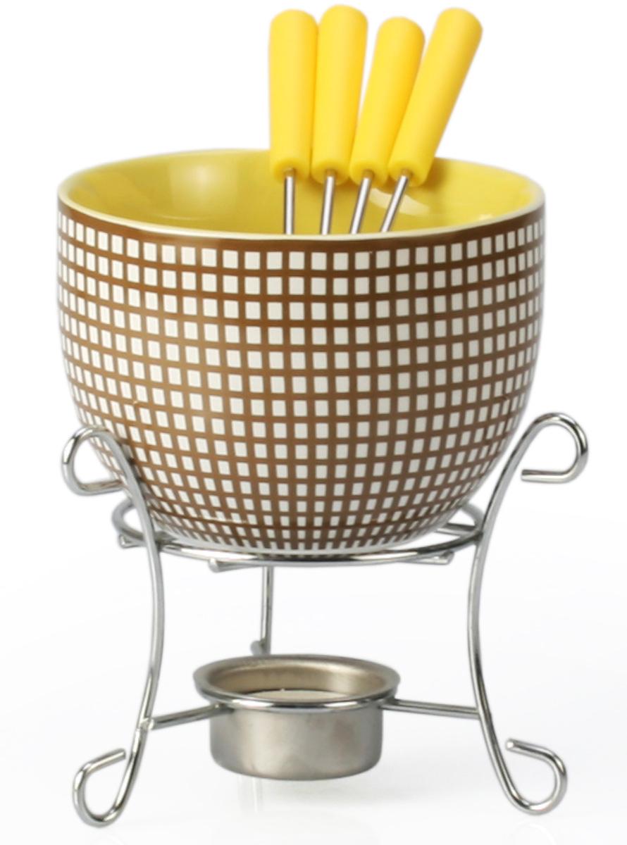 Набор для фондю Fissman Celine, 6 предметов115510Набор для фондю Fissman Celine состоит из керамической чаши, 4 вилочек и подставки с чайной свечей. Такой набор идеален для вечернего застолья в окружении семьи или друзей. Изделие выполнено в теплых уютных тонах и отличается оригинальным дизайном. Используйте этот набор для приготовления сырных или сладких смесей для фондю. Нарежьте кусочки хлеба, мяса, овощей, бананов, клубники, ананаса или зефира на кубики. Этот универсальный набор позволит каждому из ваших гостей насладиться тем продуктом, который ему нравится больше всего. Можно мыть в посудомоечной машине. Диаметр чаши: 11,5 см. Высота (с подставкой): 13 см.