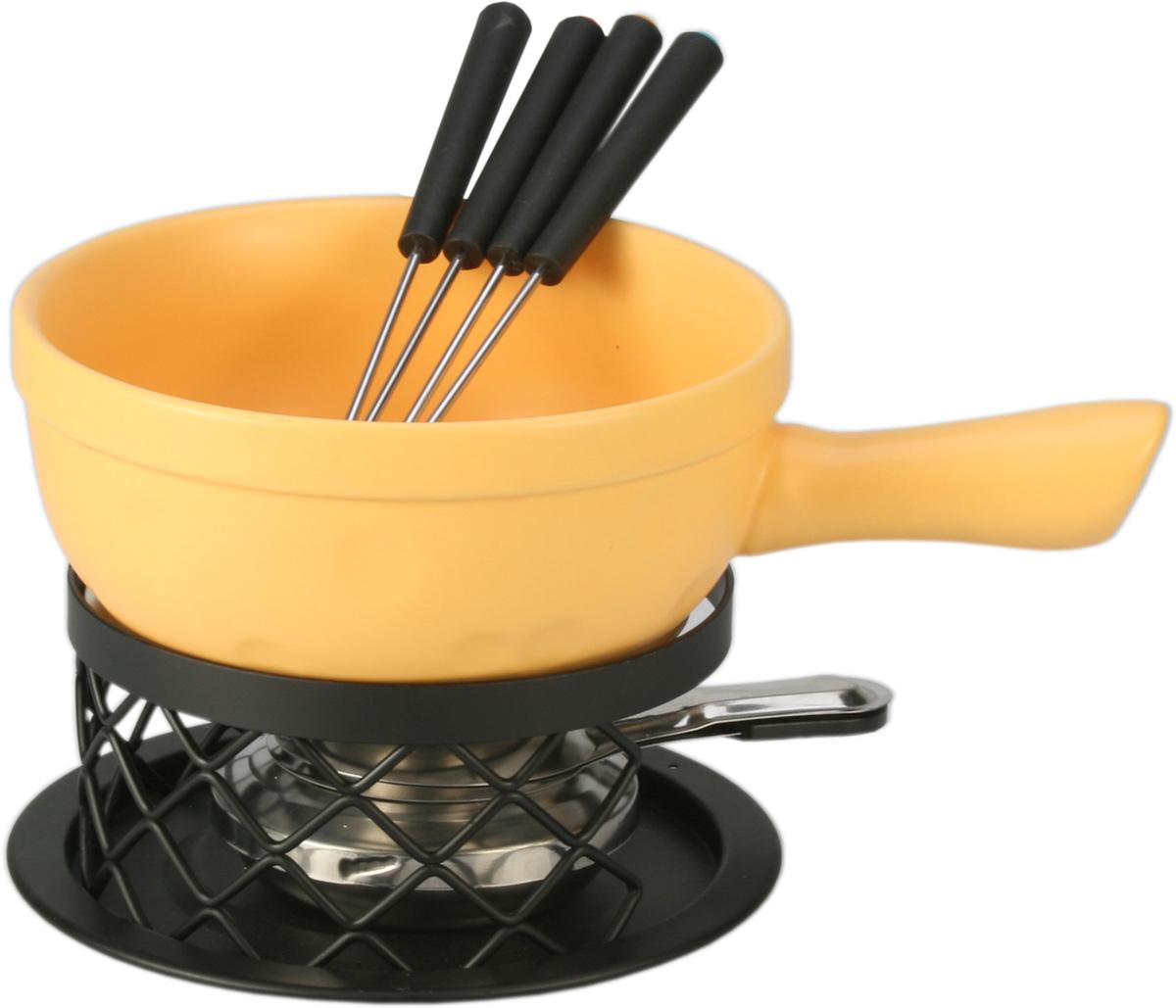 Набор для фондю Fissman Amber, 9 предметов115510Набор для фондю Fissman Amber состоит из керамической миски с ручкой, 4 вилочек, подставки, горелки, алюминиевого диска и тарелки. Такой набор идеален для вечернего застолья в окружении семьи или друзей. Изделие выполнено в теплых уютных тонах и отличается оригинальным дизайном. Используйте этот набор для приготовления сырных или сладких смесей для фондю. Нарежьте кусочки хлеба, мяса, овощей, бананов, клубники, ананаса или зефира на кубики. Этот универсальный набор позволит каждому из ваших гостей насладиться тем продуктом, который ему нравится больше всего. Можно мыть в посудомоечной машине.