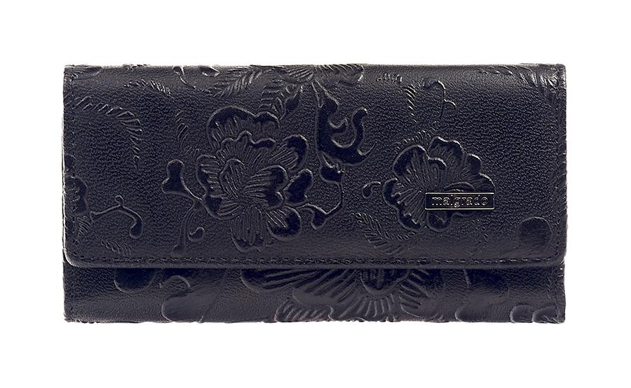 Ключница Malgrado, цвет: черный. 47006-18203Серьги с подвескамиСтильная ключница Malgrado изготовлена из натуральной кожи черного цвета с декоративным тиснением в виде цветов и закрывается широким клапаном на две кнопки. Внутри ключницы расположено шесть крючков для ключей, кармашек на застежке-молнии и металлическое кольцо для возможности крепления к поясу или сумке.Ключница упакована в коробку из плотного картона с логотипом фирмы. Характеристики: Материал:натуральная кожа, металл, текстиль. Размер ключницы:12 см x 6 см х 2 см. Цвет:черный. Размер упаковки:14,5 см x 7,5 см x 3 см. Артикул:47006-18203.
